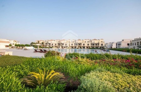 Pool View 4 Bedroom Bayti Townhouse - With Maids Room