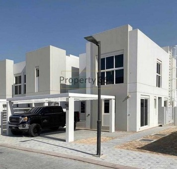 Epic location / 4 Bedrooms / Bright and Spacious