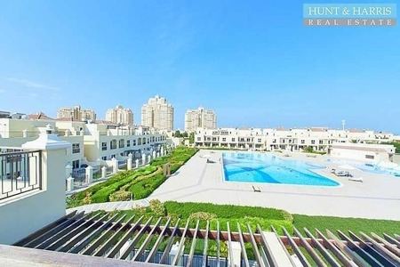 Large 4 Bedroom Family Home - Roof Terrace - Pool View