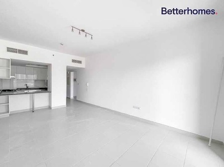 Spacious 1 Bedroom   Built In Appliances   Vacant