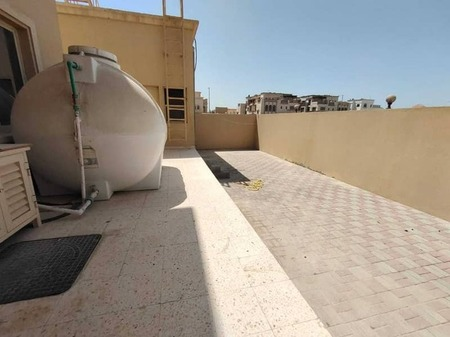 7 bed room with 2 majlis and one salah outside kitchen with yard