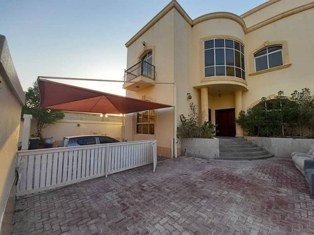 With pvt pool super deluxe 5 master B/R villa huge front yard and backyard