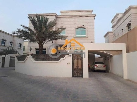 High Quality finishing 5 Master Br Villa with Private Yard available ^^ Mbz City