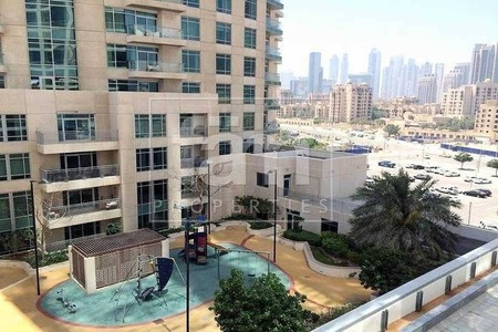 Spacious One Bedroom with Playground view