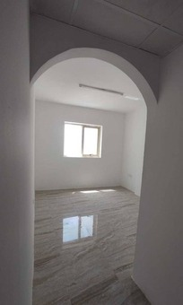 2 rooms and a hall, a new building, the first inhabitant in the Al-Khan area, the most prestigious area of Sharjah