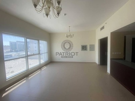 Spacious 2 Bed Room in a Family Only Building.