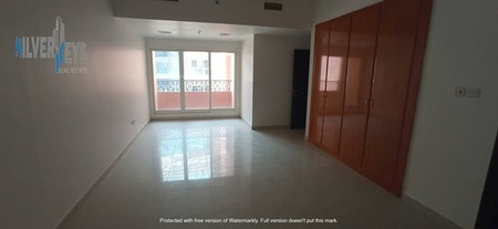 Lease: 2 Bhk With Balcony & Closed Kitchen